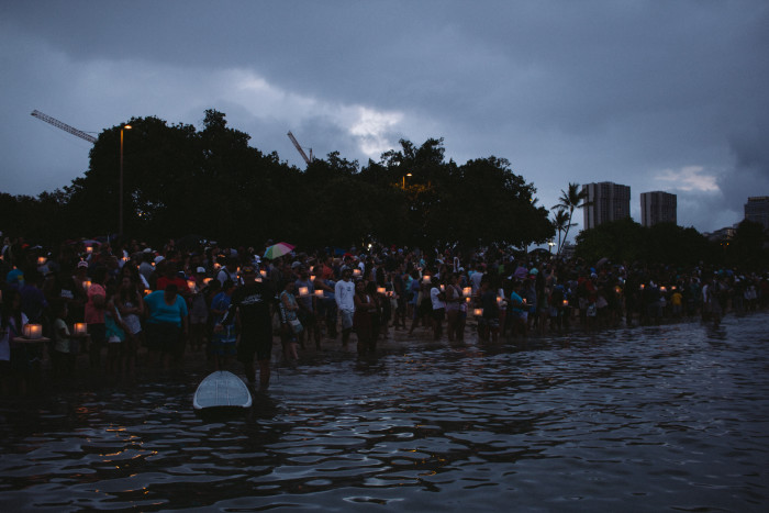 Lantern_Floating_Ceremony_Hawaii_2016-11