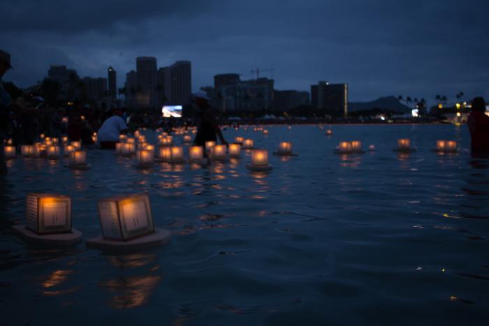 Lantern_Floating_Ceremony_Hawaii_2016-15