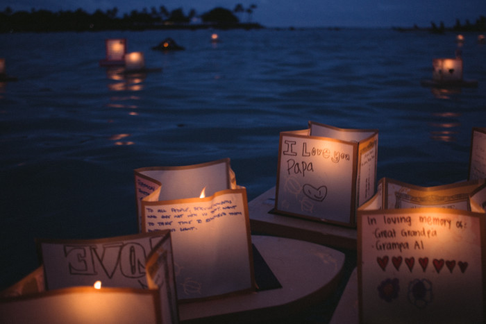 Lantern_Floating_Ceremony_Hawaii_2016-16