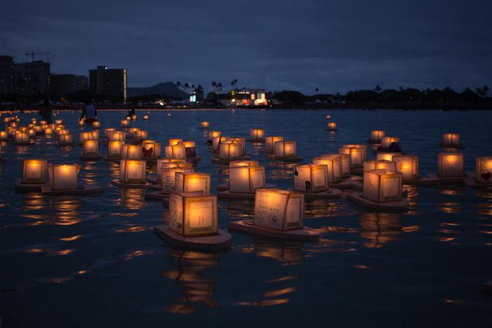 Lantern_Floating_Ceremony_Hawaii_2016-18