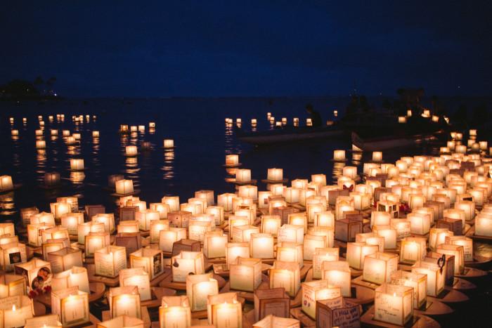 Lantern_Floating_Ceremony_Hawaii_2016-22