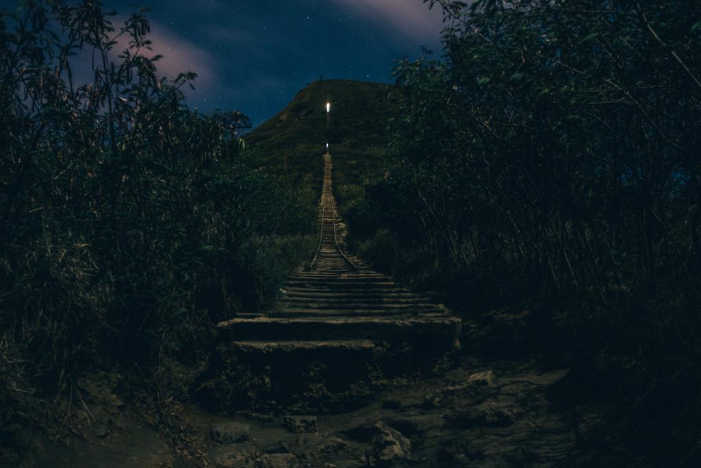 koko_head_hike_at_night_oahu_hawaii-1